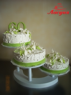 #п115(45) торт на 60 лет с лилиями на подставке