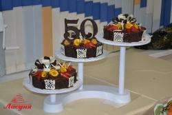#п115(7) шоколадный торт с фруктами на подставке