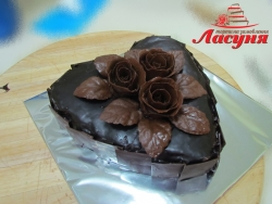 #п180(1) торт сердце с шоколадными розами