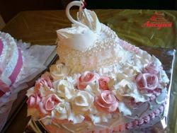 #с135 (18) Свадебный торт сердце с лебедями