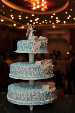 #с135 (3) Свадебный торт на подставке с бантами