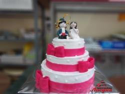 #с135 (51) Свадебный торт с красными лентами и фигурками