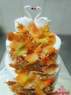 #с200 (28) свадебный торт осенний с листьями клёна