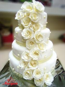 #с250 свадебный торт белый с розами из мастики