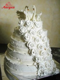 #c160 (10) Свадебный торт с розами и лебедями
