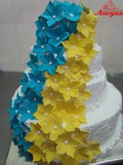 #c160 (13) Свадебный торт с жёлто-голубыми цветами