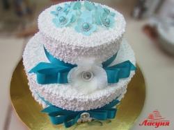 #c160 (16) Свадебный торт с лентами и брошками