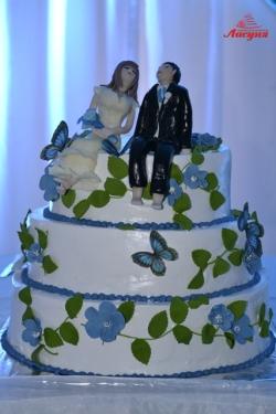 #c160 (18) Свадебный торт с фигурками жениха и невесты