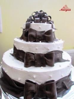 #c160 (19) Свадебный торт с шоколадными бантами
