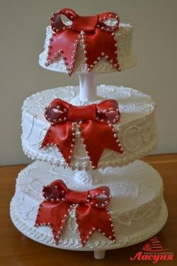 #c160 (6) Свадебный торт с красными бантами
