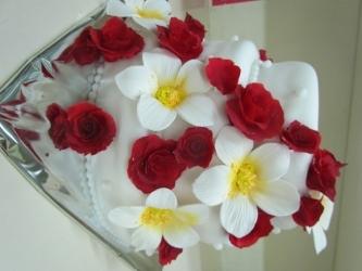 #c220 (21) свадебный торт белый с красными розами