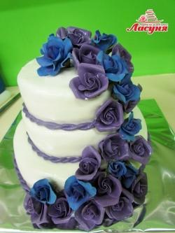 #с250(15) свадебный торт с фиолетовыми и синими розами